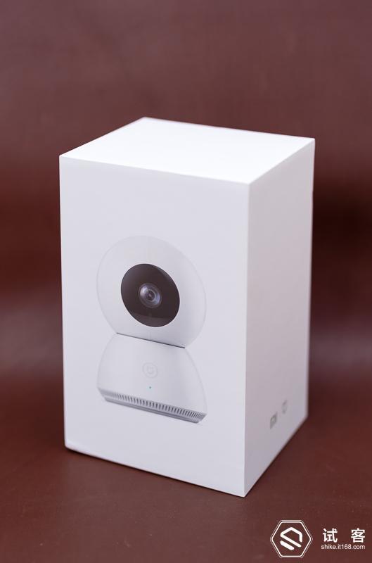 米家小白智能摄像机跟小米手机一样采用很素雅的白色纸盒包装图片