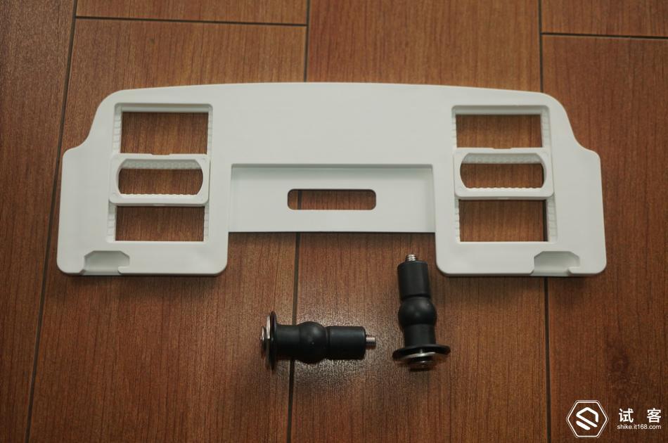 胶套管插入马桶的安装孔