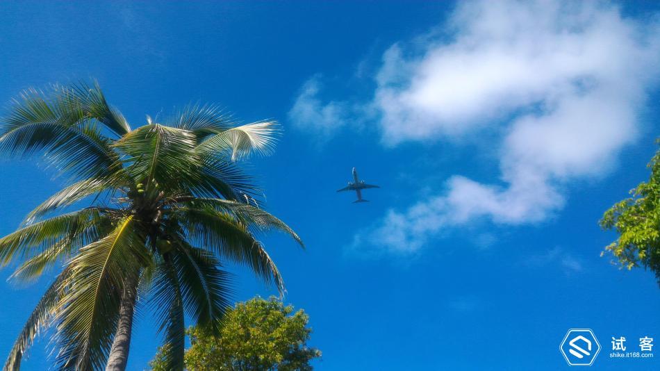 头顶上飞机频频飞过