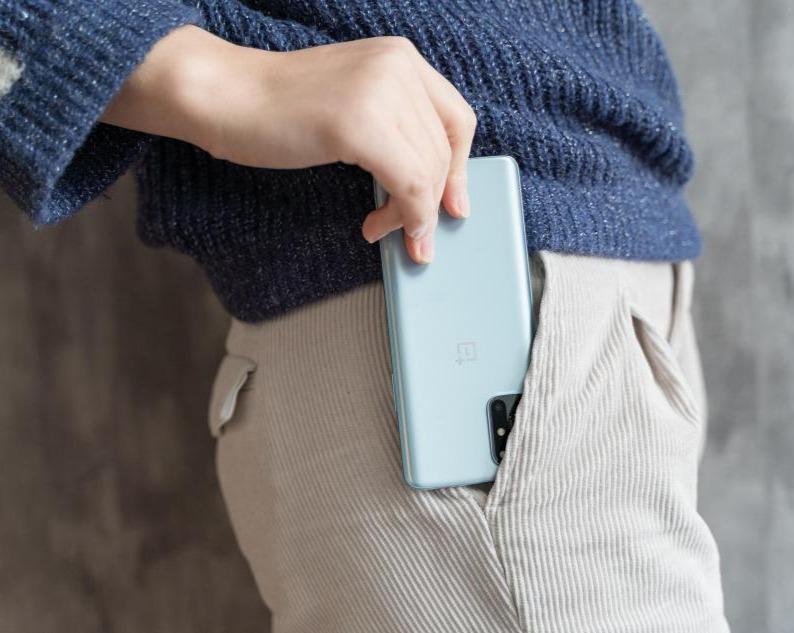 一加8T手机深度评测:65W闪充+120Hz柔性直屏,真爽