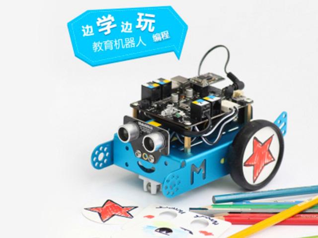 mBot是一个入门级的教育机器人,非常适合初学者学习STEM(科学、技术、工程学、数学)领取的知识,并亲身体验机械学、电子学、软件学的魅力。  不论是专业创客,还是适龄(8岁以上)儿童/青年,这款智能拼装玩具型机器人makeblock mbot都会将是不错的合作伙伴。你可以通过拼装、设计和编译,充分运用自己的所学知识、专业或者从事的领域创造出属于你的机器人,用于动力协作、科学探索或是学术研究;通过专业人员的辅助、伙伴之间的配合或是家长与儿童的共同拓展、学习,在趣味性浓厚的探索合作作业中,不仅能让孩子学习到
